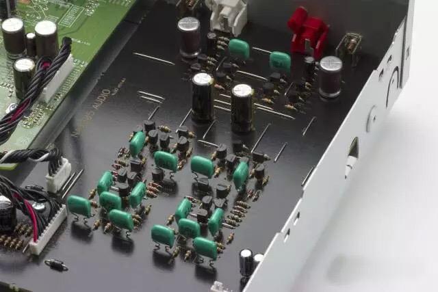 音频电路采用马兰士独家的hdam和hdam-sa2混合配置,以实现低噪音和高